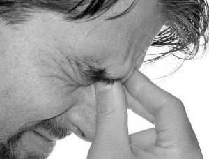 сильно болит лоб при насморке