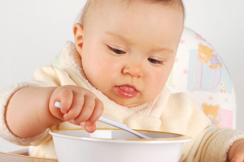 когда начинать давать прикорм грудному ребенку таблица