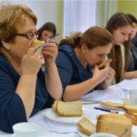 В хлеб добавляют кормовое зерно 5-го класса, поэтому требуются улучшители
