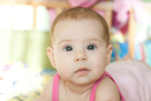 У малыша косит один глаз